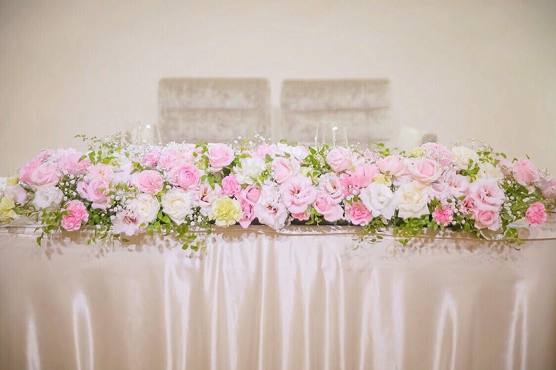a47b05f9d3f00 ピンクと白のお花で飾られたキュートな高砂がかわいかったです~🌸 私 ...